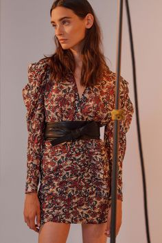 Robert Rodriguez Spring 2019 Ready-to-Wear Fashion Show Robert Rodriguez Spring 2019 Ready-to-Wear Collection – Vogue Sixties Fashion, 90s Fashion, Spring Fashion, Fashion Outfits, Fashion Trends, Over 60 Fashion, Short Sleeve Dresses, Dresses With Sleeves, Vogue Russia