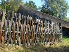 Rustic Cedar log  fence | Log Fence http://commons.wikimedia.org/wiki/File:A_Wooden_pole_fence ...