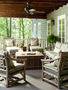 la plus belle véranda avec un ventilateur, belle vue, plantes vertes d'extérieur