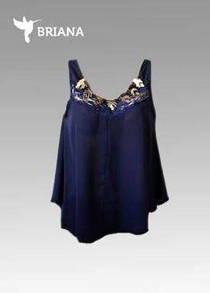 #blusa #azul marino con #collar #dorado y #encaje