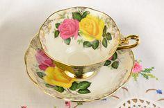 Royal Albert tea cup and saucer/ rose tea cup/ by VieuxCharmes