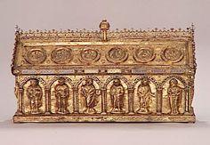 Châsse de saint Potentin Vers 1220-1240. Provenance : abbaye de Steinfeld (Rhénanie) PRODUCTION SITE Trèves (origine) DISCOVERY SITE Rhin (vallée) (origine) TECHNIC/MATERIAL copper , émail champlevé , gilded