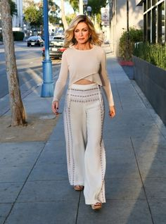 Donna Mills Photos - Donna Mills Out and About - Zimbio