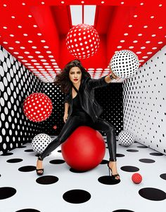 Priyanka Chopra advertising campaign by Sagmeister and Walsh for Appy Fizz sparkling apple juice (India) bringing her beauty to modern advertising art Video Hijab, Sagmeister And Walsh, Photowall Ideas, Portrait Photography, Fashion Photography, Photography Tips, Black Color Palette, Priyanka Chopra, Mode Outfits