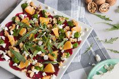 Lekkere gezonde vega carpaccio van bieten met walnoten. What You Eat, Tofu, Cobb Salad, Cantaloupe, Garlic, Fruit, Gin, Onion, Salads