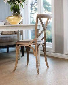 Sentrum Bygg AS (@sentrumbygg) • Instagram-bilder og -videoer Wishbone Chair, Decor, Dining Chairs, Furniture, Chair, Home, Dining, Home Decor