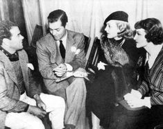Clark Gable y Carole Lombard en 1935 en el set de rodaje de It happened one night, con el director Fran Capra y la actriz Claudette Colbert