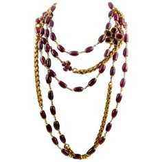 Pre-owned Chanel Rare Poured Glass and Gilt Metal Sautoir (19.995 BRL) ❤ liked on Polyvore featuring jewelry, necklaces, accessories, chanel, red, rope necklaces, red necklace, preowned jewelry, beading necklaces and beads jewellery