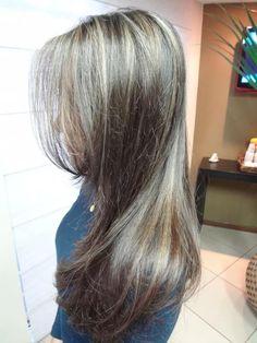 Ponto de Luzes pelos cabelos Loiro Escuro.