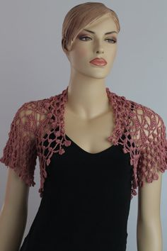 Crochet Bolero Shrug rosa polvo / Fall Fashion de por levintovich