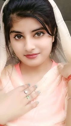 Beautiful Girl Photo, Beautiful Girl Indian, Simply Beautiful, Beautiful Women, Cute Beauty, Beauty Full Girl, Beauty Women, Snake Girl, Cute Girl Pic