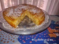 """""""Refrany; El juliol és l'amo del sol"""" Julio es el dueño del sol. Ayer hice de nuevo la tarta flor de pasta filo. El nombre correcto de ésta tarta es """"Ruffle milk pie"""" …"""