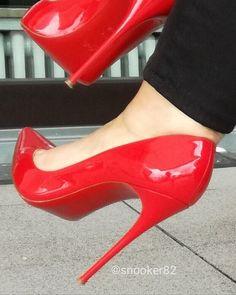Red patent Classic pumps #stilettoheelspumps