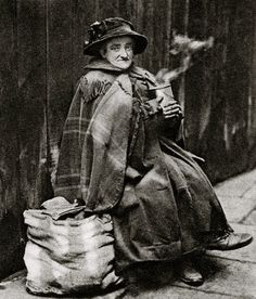 Old woman who inhabited the alleys off Fleet St. Characterful portraits of Londoners, believed to be by photographer Donald McLeish (1879-1950), selected from the three volumes of Wonderful London edited by St John Adcock and produced by The Fleetway House in the nineteen-twenties.