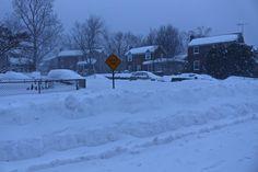 El viernes 22 de enero a la 1:30 p.m. empezaron a caer los primeros copos de nieve  y así lucían al día siguiente tras 29 horas ininterrumpidas de tormenta las calles de Arlington vecino condado de la capital estadounidense y uno de los 20 estados que vivieron con mayor fuerza el fuerte chubasco. (2 de 10)  #ViveElCIick #Arlington #Virginia #usa #snowzilla #snow #blizzard2016 #Jonas #canont5i by pauloctv