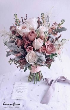 14 tipos de Buquê de Noiva pra você escolher o seu! – Casa, Comida, e Roupa espalhada Wedding Flower Girls, Blush Wedding Flowers, Dusty Rose Wedding, Bridal Flowers, Floral Wedding, Wedding Colors, Wedding Styles, Bridal Bouquet Pink, Bouquet Of Flowers