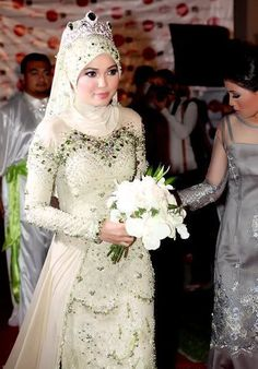 Love the dress - without the headdress Beautiful Traditional Wedding Dresses From Around The World - The Wedding SpecialistsThe Wedding Specialists