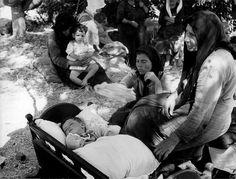 Σαντορίνη 1956 μετά τον σεισμό Old Photos, Vintage Photos, Athens, Greece, The Past, Memories, Black And White, Places, Image