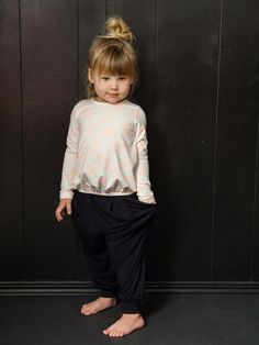 Jun 2018 - Oversized super stretch harem pants with pockets. So comfy, your little fashionista won't want to take them off. Made in the beautiful USA. Toddler Haircuts, Girls Short Haircuts, Boys Long Hairstyles, Haircuts With Bangs, Toddler Haircut Girl, Kids Hairstyle, Funky Hairstyles, Formal Hairstyles, Carters Baby Girl