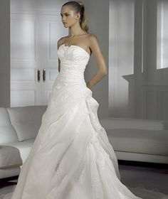 Nouvelle robe publiée!  Pronovias, Manuel M - T36. Pour seulement 500€! Economisez 71%! http://www.weddalia.com/fr/boutique-vendre-robe-de-mariee/pronovias-manuel-m-t36/ #RobesDeMariée www.weddalia.com/fr