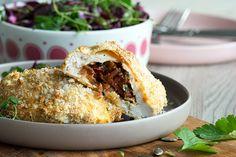 Opskrift på nemt og lækkert fyldt kyllingebryst med pikant flødeost og chorizo - paneret i sprød rasp og bagt i ovnen - sundt og lækkert