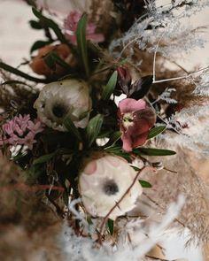 Queen protea Floral Wreath, Wedding Decorations, Wreaths, Pretty, Queen, Instagram, Floral Crown, Door Wreaths, Wedding Decor