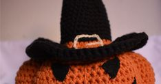 Di cosa hai bisogno:   - 100 g c.a. di cotone lavorabile con l'uncinetto n3 ( io ho usato Drops Safran ) nel colore arancione 100 g c.... Beanie, Hats, Fashion, Amigurumi, Moda, Hat, Fashion Styles, Beanies, Fasion