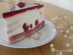 Reteta culinara Tort cu iaurt si visine din categoria Torturi. Cum sa faci Tort cu iaurt si visine