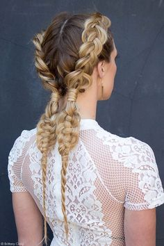 We absolutely LOVE this braid tutorial, just in time for the advent of festival season. See the steps to get this Coachella worthy style!