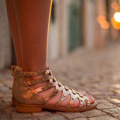 f27b015c608a2 VANESSA WU - Sandales - 69 € - Style spartiates rose gold, décorées de  petits