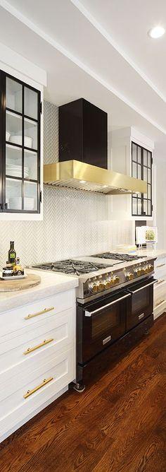 New Kitchen Design Transitional Brass Hardware Ideas Blue Kitchen Decor, Blue Kitchen Cabinets, Kitchen Colors, New Kitchen, White Cabinets, Kitchen Ideas, Kitchen Counters, Kitchen Modern, Design Kitchen