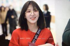 """here's a dangerously beautiful thread of Wendy wearing specs to bless your timeline ✨ Seulgi, Kpop Girl Groups, Korean Girl Groups, Kpop Girls, Irene, Asian Music Awards, My Girl, Cool Girl, Korean Beauty Girls"