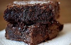 Nutella Brownies - made for Carolyn's bday 2014 and JLI recruitment dance party - everyone liked, but I didn't love them myself. Will keep around inc ase someone loves nutella. Use more nutella next time thought. One Bowl Brownies, Nutella Brownies, Box Brownies, Easy Brownies, Cocoa Brownies, Easy Homemade Brownies, Baking Brownies, Nutella Cupcakes, Gooey Brownies