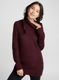 Twik exclusive A minimalist and casual piece featuring an elegant draped neck Fine, light and fluid textured knit Ribbed edging The model is wearing size small Women's Sweaters, Sweaters For Women, Mannequin, Pulls, Cowl Neck, Waffles, High Neck Dress, Turtle Neck, Clothes For Women