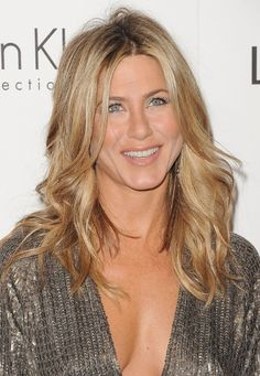 Jennifer Aniston Long Wavy Hairstyle | Hairstyles Weekly