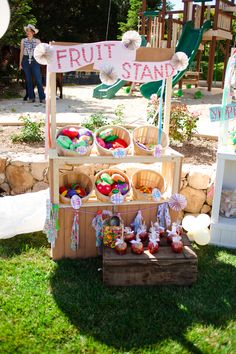 Gather your goods and hope for a blue ribbon in this Annual County Fair Birthday Party featured at Kara's Party Ideas. Second Birthday Cakes, Girl 2nd Birthday, 2nd Birthday Parties, Birthday Ideas, Picnic Park, Hobbit Wedding, County Fair Birthday, Fair Theme, Baby Shower Fun