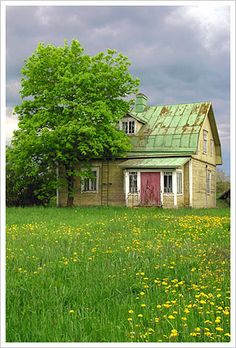 Gorgeous old abandoned house with green roof and beautiful old windows. Old Buildings, Abandoned Buildings, Abandoned Places, Country Farm, Country Life, Country Living, Beautiful Homes, Beautiful Places, Beautiful Sky