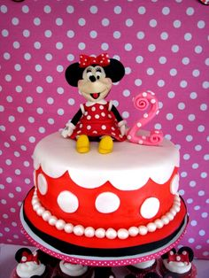 Minnie Mouse cake for Rosalyn's 2nd birthday (all made from fondant by mama)
