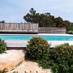 Une piscine dans le maquis