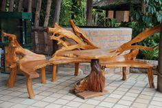 Mesa y sillas del árbol de teka.