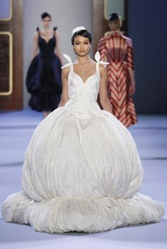 Vestidos de novia de Ulyana Sergeenko en la semana de la moda Alta Costura [Fotos]