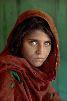 a photo of Sharbat Gula (Afghani girl 13~18 years old) by Steve McCurry, 1984 Peshawar, Nasir Bagh refugee camp, Baluchistan (Pakistan).