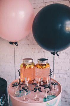 Идеи кенди бара на свадьбу с пузырями l Гигантские черные и розовые шары фотозона l Идеи для свадебной фотосессии с шарами l Black pink big balloons wedding photozone ideas and pink sweet table with lemonade
