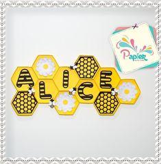 "36 curtidas, 2 comentários - Papier Laura Lima🎈 (@papierlauralima) no Instagram: ""Mini painel de Abelhinha!!!!! #papierquefez #festaabelha #festaabelhinha #festaabelhinhas…"" Diy Birthday, 1st Birthday Parties, 2nd Baby Showers, Honeycomb Decorations, Twins 1st Birthdays, Bee Party, Bee Crafts, Bee Design, Bee Theme"