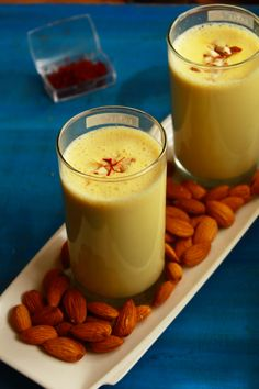 badam milk, kesar badam milk, almond saffron milk - a healthy, energetic drink made with a combination of almonds or badam and saffron. Almond Milk Recipes, Smoothies With Almond Milk, Best Breakfast Smoothies, Breakfast Recipes, Ayurveda, Chai, Badam Milk Recipe, Milkshake Recipes, Indian Breakfast