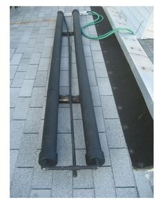 Solar power - DIY PVC Pipe Solar Water Heater - Turn 2 PVC pipes into a portable solar water heater. Solar Energy System, Solar Power, Wind Power, Alternative Energie, Solar Heater, Pool Heater, Water Solutions, Solar Projects, Carpentry Projects