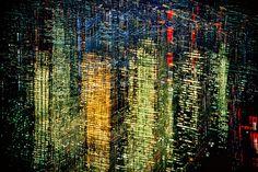 Imágenes de una ciudad mágica ensayo fotográfico neoyorkino de Ernst Haas  Nueva York de Imágenes de una ciudad mágica por Ernst Hass En 1953 la revista Life publicó el ensayo fotográfico sobre Nueva York Imágenes de una ciudad mágica. Concretamente en los números del 14 y 21 de septiembre. Su autor Ernst Haas había nacido en Viena en 1921. Se dedicó a la fotografía pese a []  El artículo Imágenes de una ciudad mágica ensayo fotográfico neoyorkino de Ernst Haas ha sido escrito por Juan Ortiz…