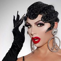 Photographer I Am Ready For My Close Up. (Cue dramatic music) Feeling a very Gatsby moment with this… Chernobyl, Drag Race Season 5, Dramatic Music, Alyssa Edwards, White Lips, Queen Makeup, Rupaul Drag, Braut Make-up, Club Kids
