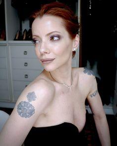 Julia Petit tutorial de maquiagem em tons de malva