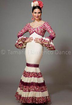 Flamenco Dresses 2017 and before Spanish Dress Flamenco, Flamenco Dancers, Flamenco Dresses, Spanish Dancer, Abaya Fashion, Ethnic Fashion, Cute Dresses, Beautiful Dresses, Formal Dresses